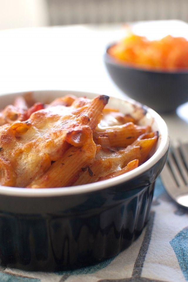 Pastagratäng med tomatsås och mozzarella