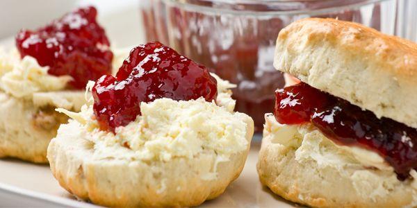 Onmisbaar bij iedere high tea, maar ook ontzettend lekker bij de koffie of het ontbijt. Natuurlijk hebben we het over scones. Dit Schotse broodje eet je traditioneel met clotted cream en een flinke klodder jam.� Wat heb je nodig? -�