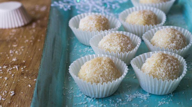 """Sorprendete i più grandi e i più piccini con questi cioccolatini al cocco e cioccolato bianco arricchiti da """"polvere"""" di wafer alla vaniglia."""