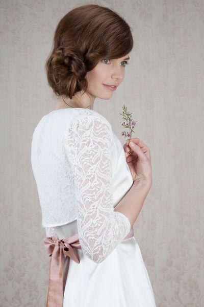 Labude Braut Couture - Bolero Theodora aus Spitze von Labude auf DaWanda.com