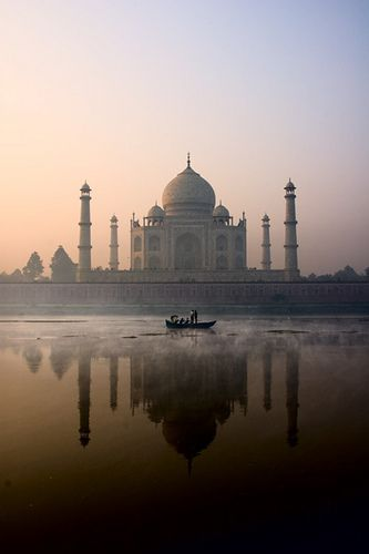 Taj Mahal, Agra, India. One day I have to go here. Bucket listing it.