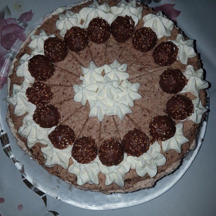 Ferrero - Rocher - Torte, ein gutes Rezept mit Bild aus der Kategorie Torten. 102 Bewertungen: Ø 4,5. Tags: Backen, einfach, Schnell, Torte