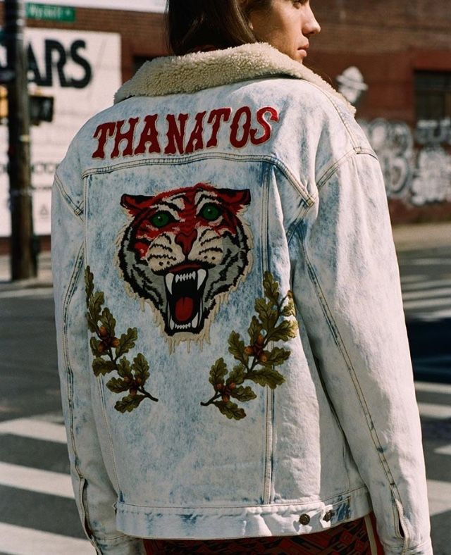 Model and music artist Ian Mellencamp wears a Gucci tiger-embroidered denim jacket with track pants. How To Wear Denim Jacket, Denim Jacket Fashion, Denim Jacket Men, Mens Fashion, Men's Denim, Denim Style, Gucci Jacket Mens, Designer Denim Jacket, Men Shorts