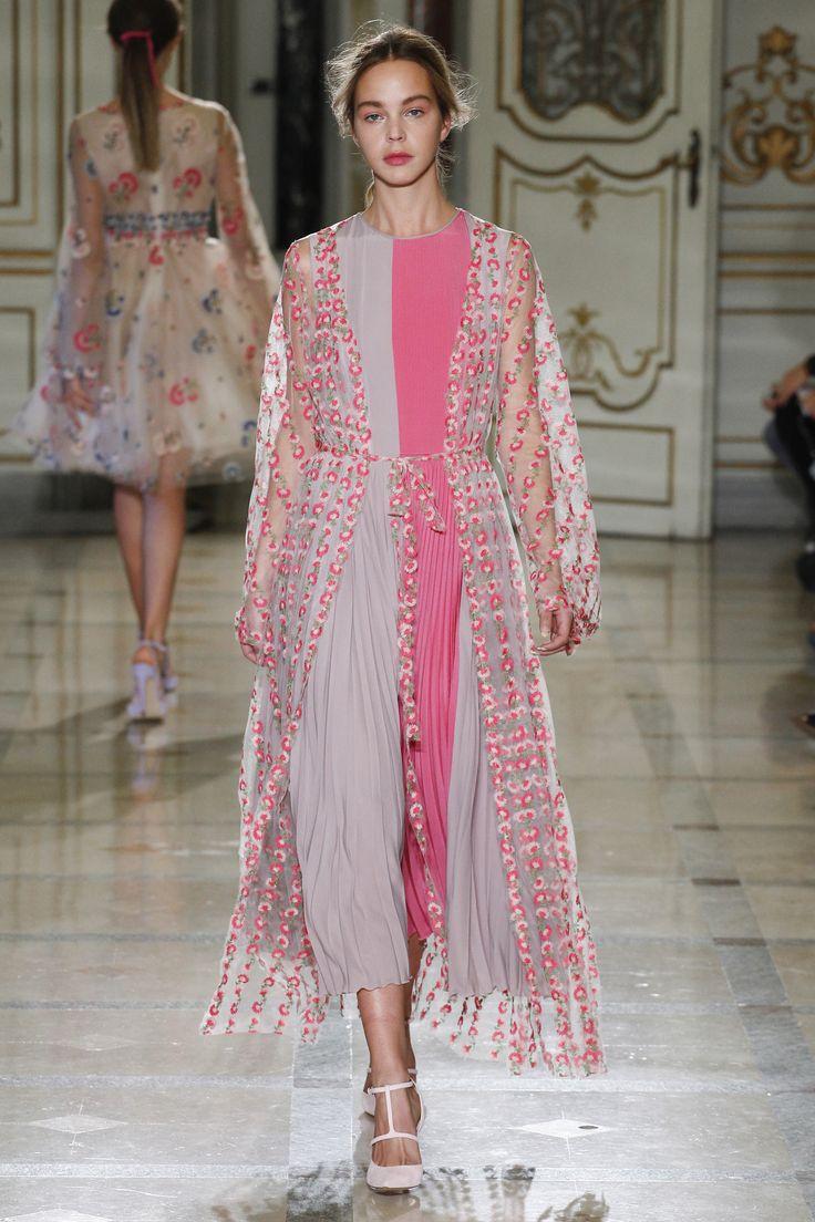 Luisa Beccaria Spring 2016 Ready-to-Wear Collection Photos - Vogue#1#1