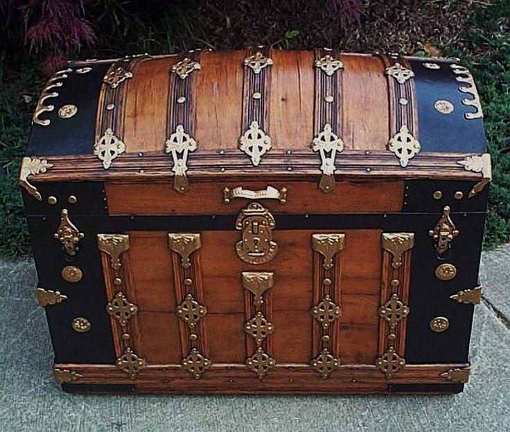 Steamer Trunk | love old steamer trunks