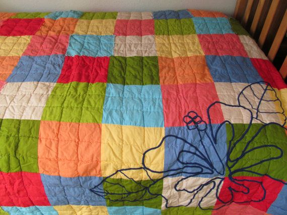 Quilt  Beautiful twin bed cover. Colors are vibrant by CellarDeals