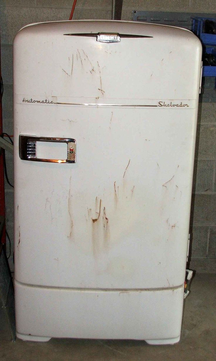 Antique vintage unfinished refrigerators - I Chose This Refrigerator Because The Younger Kitchen Was Very Small And I M Sure That They Did Have The Nicest Appliances Vintage Refrigerator