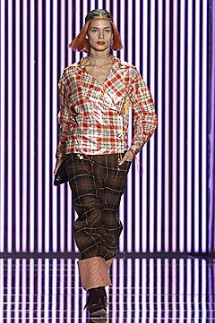 John Galliano Fall 2001 Ready-to-Wear Fashion Show - Lindsay Frimodt, John Galliano