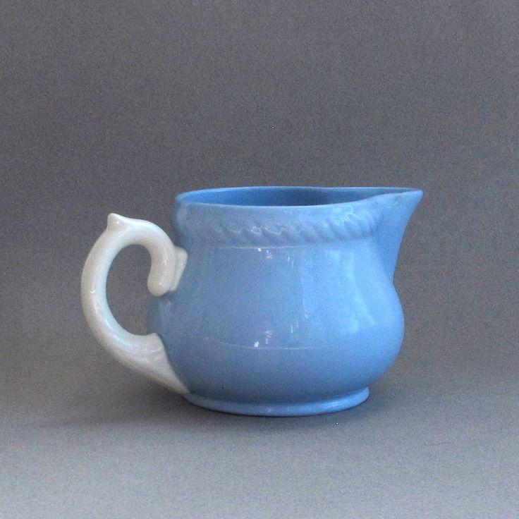 Homer Laughlin Kraft bleu crème pichet Vintage par 82ndStreetVintage sur Etsy https://www.etsy.com/fr/listing/245362141/homer-laughlin-kraft-bleu-creme-pichet