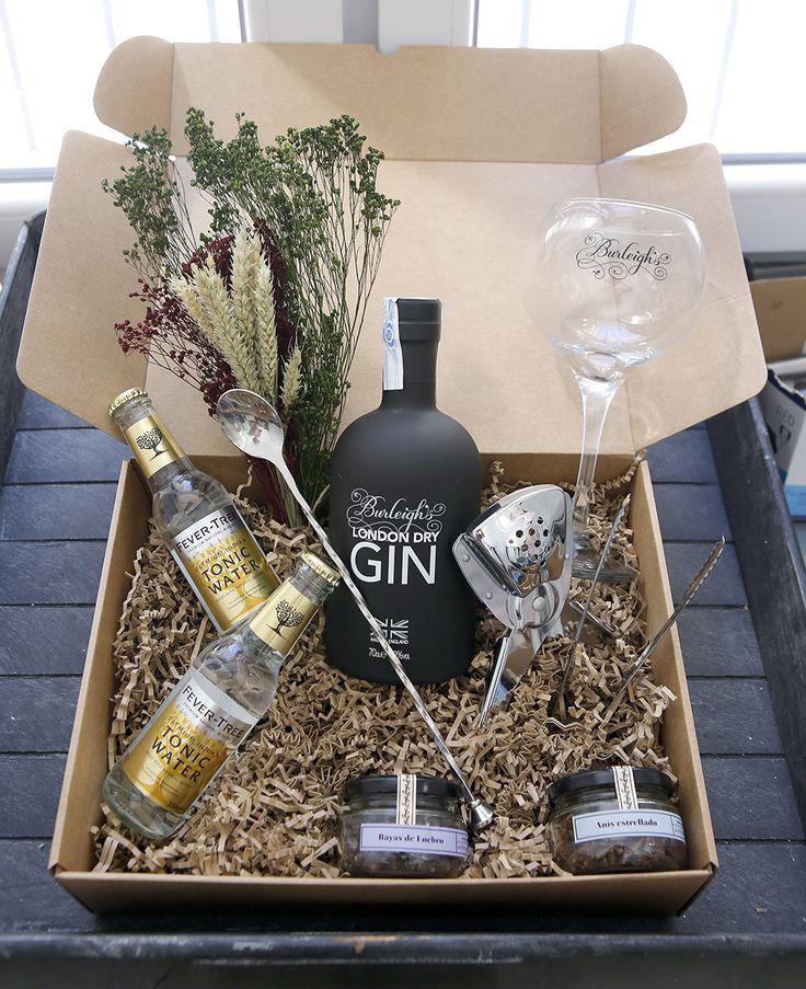 Copa de balón y London Dry Gin Burleigh, tónicas Ferver-Tree y botánicos