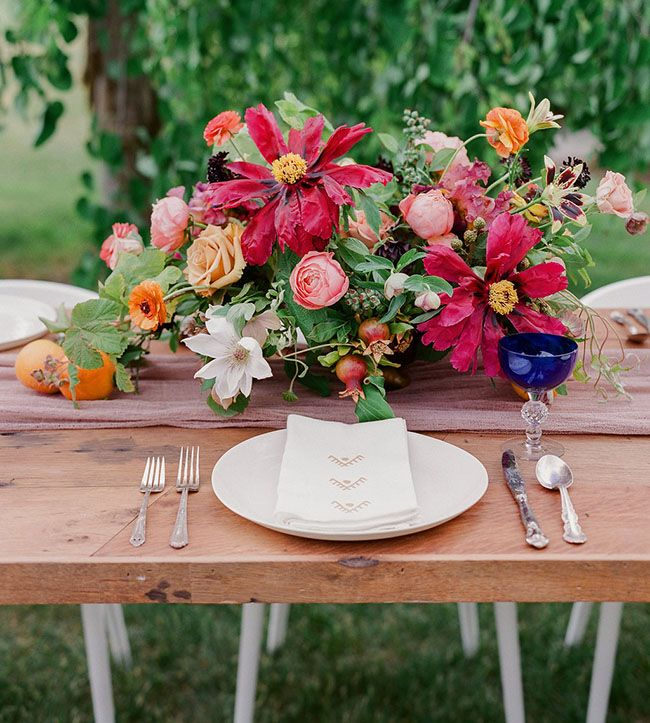 Jewel Tone Wedding Theme { 17 ideas to Use Jewel Tones } https://www.itakeyou.co.uk/wedding/jewel-tone-wedding-theme #jeweltone #wedding #fallwedding: