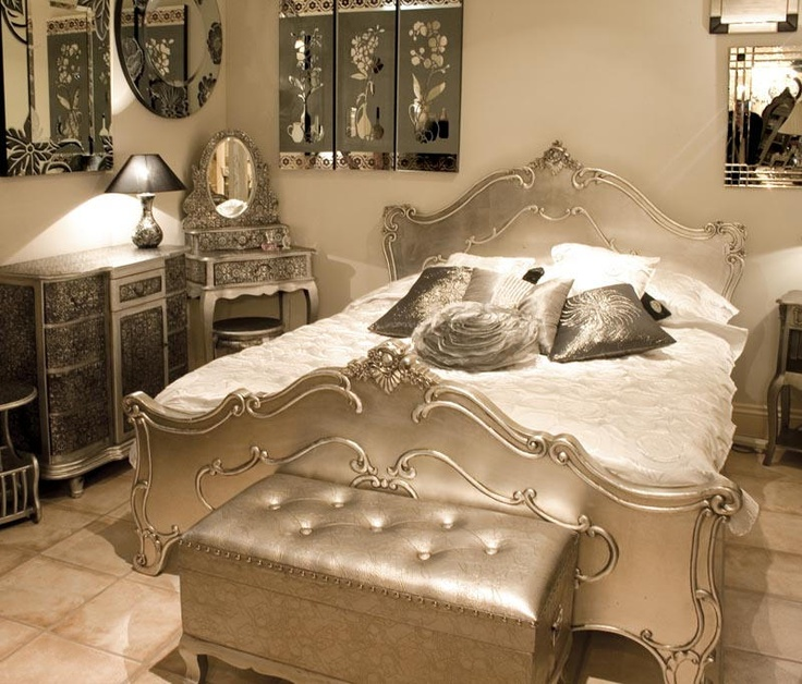 Elegant Choosing Silver Bedroom Décor For A Romantic Touch