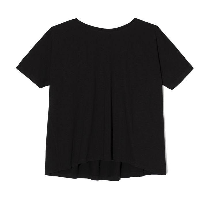 THE ODDER SIDE Black T-shirt with open back. Possible to wear backwards. Shop at www.theodderside.com