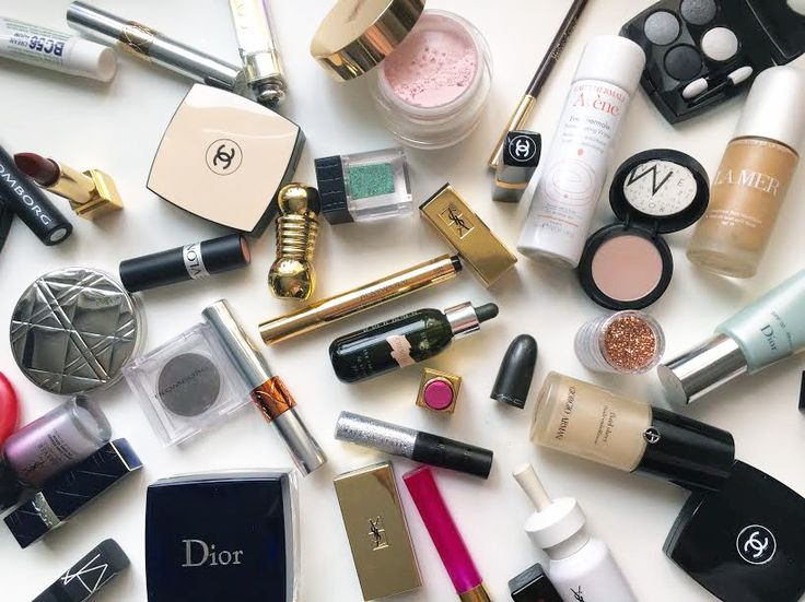 MAKEUPKIT                               Photo by Marina Andersson