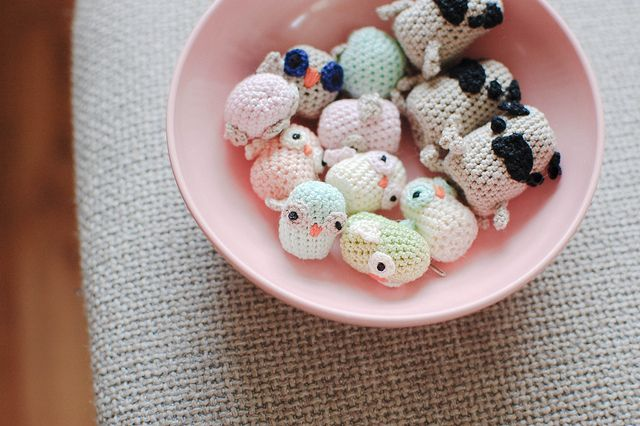 crochet pugs and owlies! she's got amazing stuff and free patterns--but these are TOO. CUTE. i die.