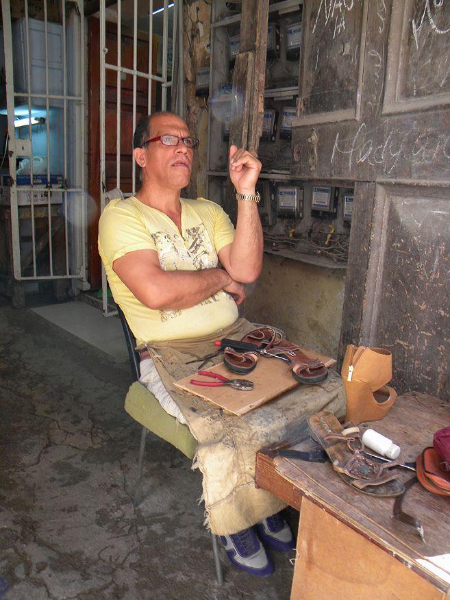 https://flic.kr/p/fQd3q9 | Zapatero - Cordonnier | Cordonnier de la Havana, Cuba