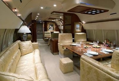 inside Donald Trump's jet >>> Pretty sure I could handle this!
