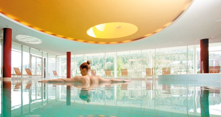 The spa area of Schwarzwald Panorama invites its guests with a steam bath, a finnish wet and dry sauna, a mineral thermal swimming-pool as well as a jacuzzi to relax.