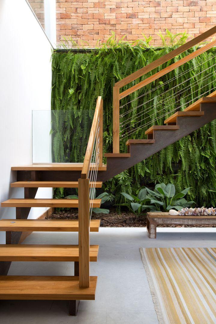 Mangaratiba - Casa de praia projetada pelo arquiteto Maurício Nóbrega com interiores assinados pela arquiteta Rosa Servino e pela designer de interiores Juliane Assed