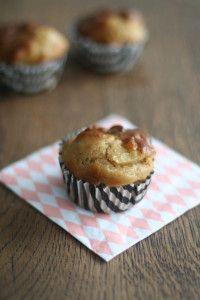 Kwarkbolletjes! Bak het recept van de gezonde kwarkbol in kleine muffinvormpjes. Ideaal om als verantwoord tussendoortje mee te nemen! www.tasteourjoy.nl