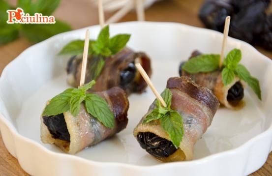 Involtini di pancetta e prugne - Ricetta di Pronto in Tavola