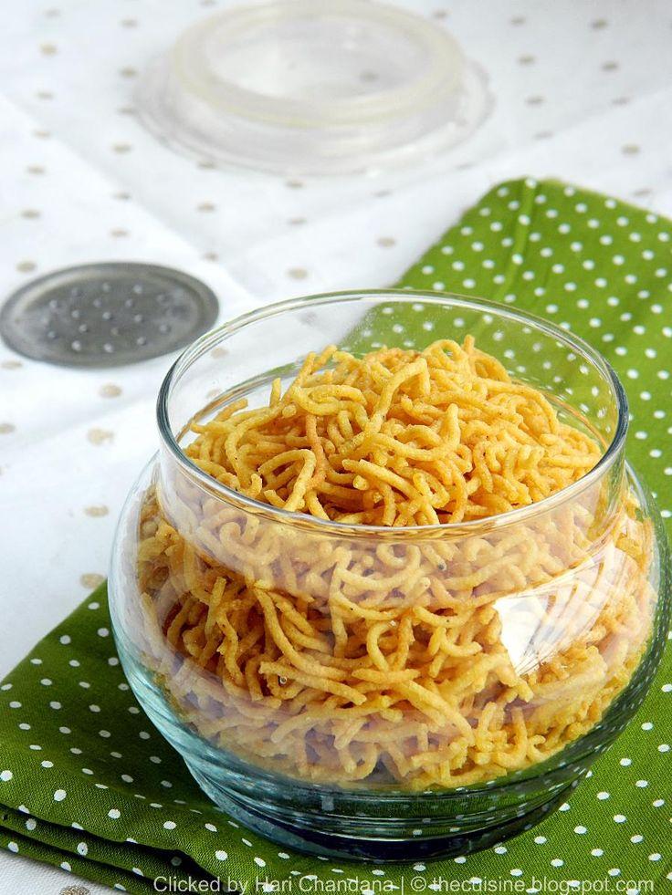 Aloo Bhujia / Potato Sev Recipe for #Diwali - blendwithspices.com
