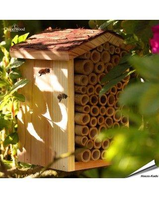 Bijenhuis (met boomschorsdak)