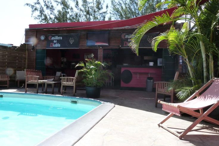 l'Acacia - Restaurant-bar situé à proximité de la plage des Roches Noires, à Saint-Gilles les Bains. Le restaurant dispose d'une piscine et d'une terrasse faisant face à la mer.