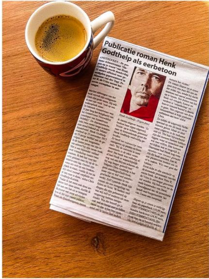 Voordat de paaseieren gezocht worden en de brunch begint genieten van een kopje koffie en het Witte Weekblad!  #slapenopjetenen #henkgodthelp #auteur #boek #schrijver #schrijven #overeenmandieeenanderwildezijn #roman #fotografie #literatuur #uitgever #uitgeverij #uitgeverijhulde #amstelveen #koffie #pazen #eerstepaasdag #krant #witteweekblad #interview #dichtbij