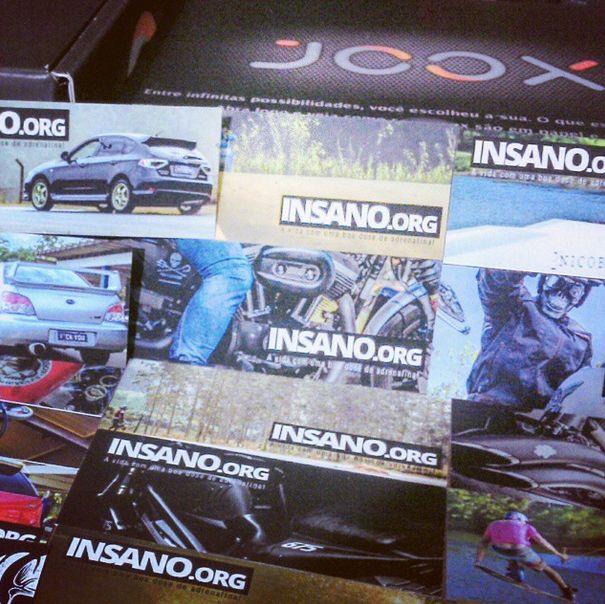 O Danilo Fernandes escreve no blog Insano, que é super adrenalina! Lá ele compartilha informações e dicas de carros, motos e esportes radicais, além de fazer cobertura e divulgação de eventos. Ele está usando os Minicards pra divulgar o blog e a galera tá adorando.