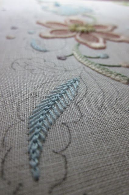 Elizabeth hand embroidery: A pleasure detail to treat yourself