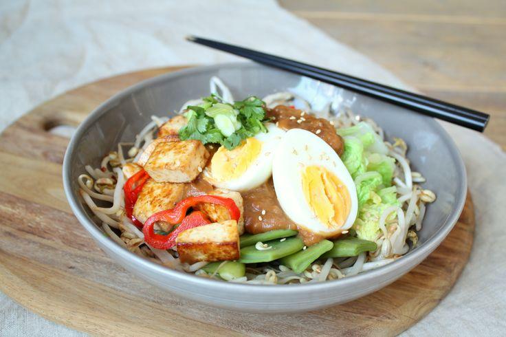Ik heb ontdekt dat taugé een onwijs goede vervanger is voor een hoop Aziatische gerechten. Taughetti en de snelle bami (klik voor de links) zijn ook heerlijk met taugé! Taugé vind ik …