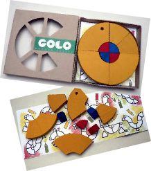 De getalenteerde Tsjechische designer Věra Tatarová ontwierp met veel fantasie de GOLO. Een creatieve puzzel in de vorm van een klein bouwpakketje. Vanuit een simpele houten wielvorm kun je eindeloos veel verschillende dieren en personages maken. Bij het doosje zit een tekening met voorbeelden, maar het leukste is om je eigen fantasie te gebruiken!