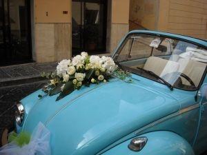 http://www.lemienozze.it/operatori-matrimonio/fiori_e_addobbi/addobbi-floreali-latina/media  Un'auto per il matrimonio ideale per le nozze estative: cabrio e dal colore del cielo