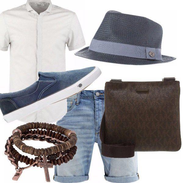 Camicia bianca fuori dai pantaloncini in jeans, slip on, tracollina in color cuoio come il bracciale, gli occhiali scegliete un tartaruga andrà benissimo! Perfetti! Un tocco di stile? Il tocco blu ;)