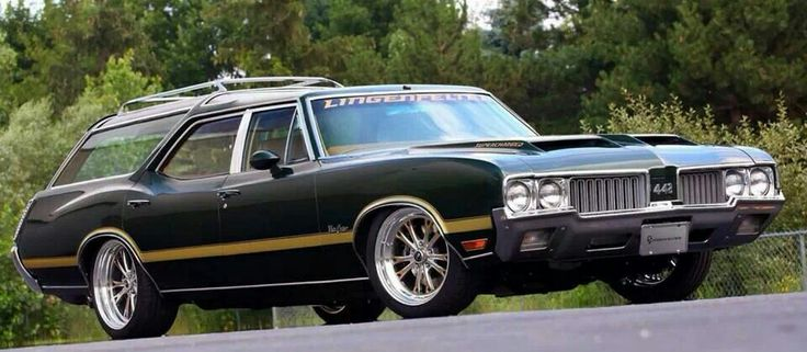 1970 Olds Vista Cruiser with 442 hood.