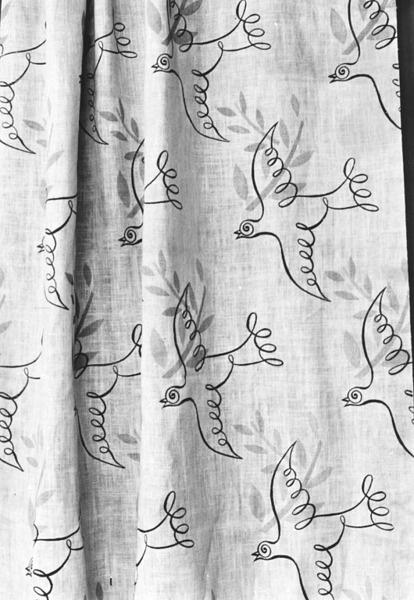 Furnishing fabric - Ararat - 1937 - Victoria & Albert Museum - Ashley Havinden - printed loose weave linen.