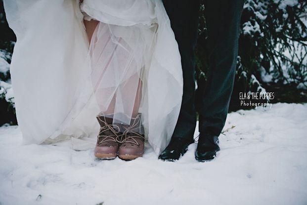 ©Ela & the Poppies - Mariage en hiver a Chamonix - La mariee aux pieds nus