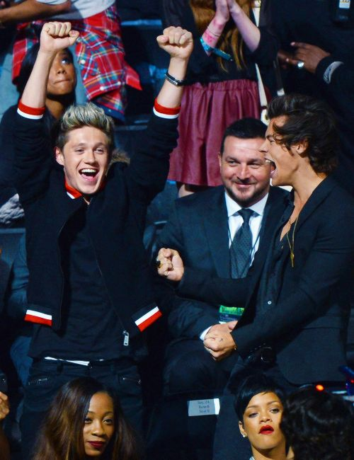 Paul is looking at Niall like a proud daddy!! harry looks so happy and so does niall.. What award was this again?