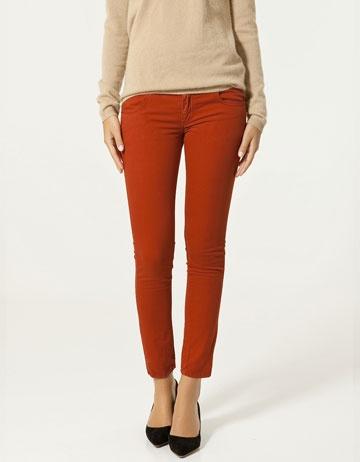 capri trousers in red