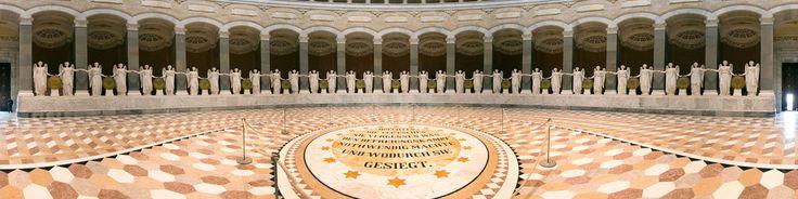 Auftraggeber des Baus war König Ludwig I. von Bayern. Errichtet wurde die Befreiungshalle im Andenken an die gewonnenen Schlachten gegen Napoleon während der Befreiungskriege in den Jahren von 1813 bis 1815. Der Bau wurde 1842 von Friedrich von Gärtner in Anlehnung an antike und christliche Zentralbauideen begonnen. Zur Grundsteinlegung am 19. Okt. erklang ein Chorgesang für 4-stimmigen Männerchor, komponiert vom Königlich Bayerischen Hofkapel...