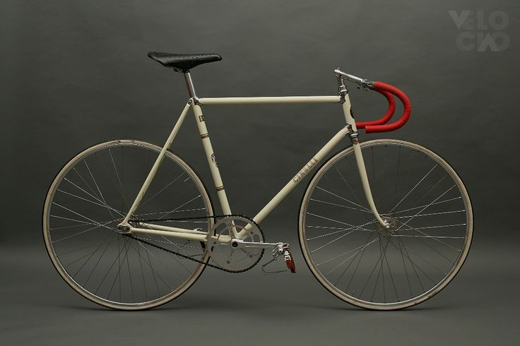Cinelli Super Corsa Pista, 1960s, painted in classic ivory, with Dugast tubs on Fiamme Pista rims. Restored by Velociao. 1