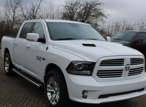 2015 Dodge Ram 1500 Crew Cab Sport 4 x 4 – Air Suspension