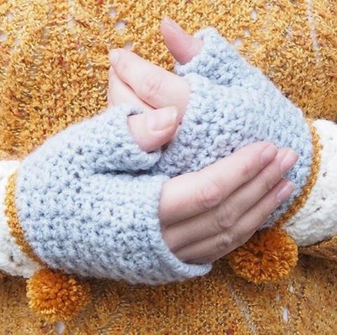 We love these Snow Dipped Mittens with their little pompoms! Find the pattern by @betsymakes by clicking the link above! #LoveCrochet