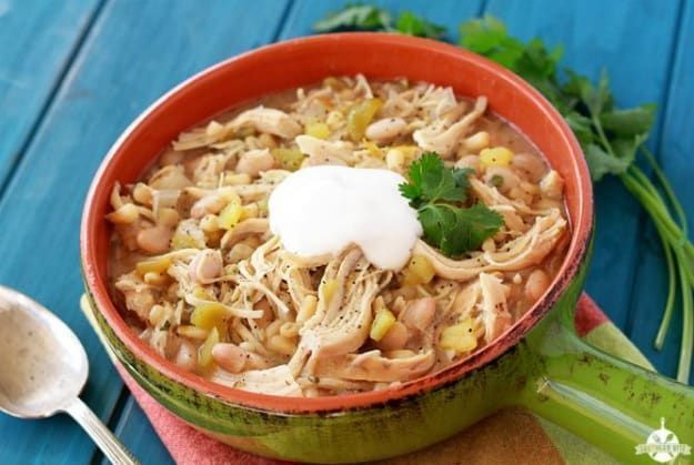 Slow Cooker Ranch White Chicken Chili | Chili Recipe Crock Pot Ideas To Satisfy Your Tummy And Soul | https://homemaderecipes.com/12-chili-recipe-crock-pot/