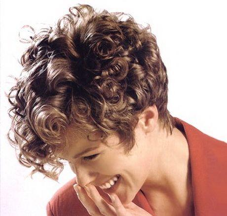 Foto di tagli di capelli corti ricci