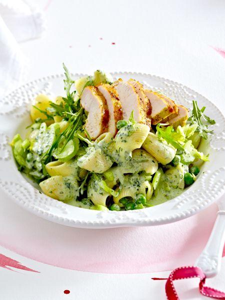 Frühling auf dem Pasta-Teller: Nudelsalat mit Curry-Hähnchen