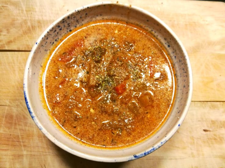 Det är kallt och jag är så sjukt trött på kallt och mörkt!! Så jag kände att en mustig soppa var på plats för att göra mig på bättre humör 😊 Denna soppa har rätt klassiska smaker med rotfrukter och…