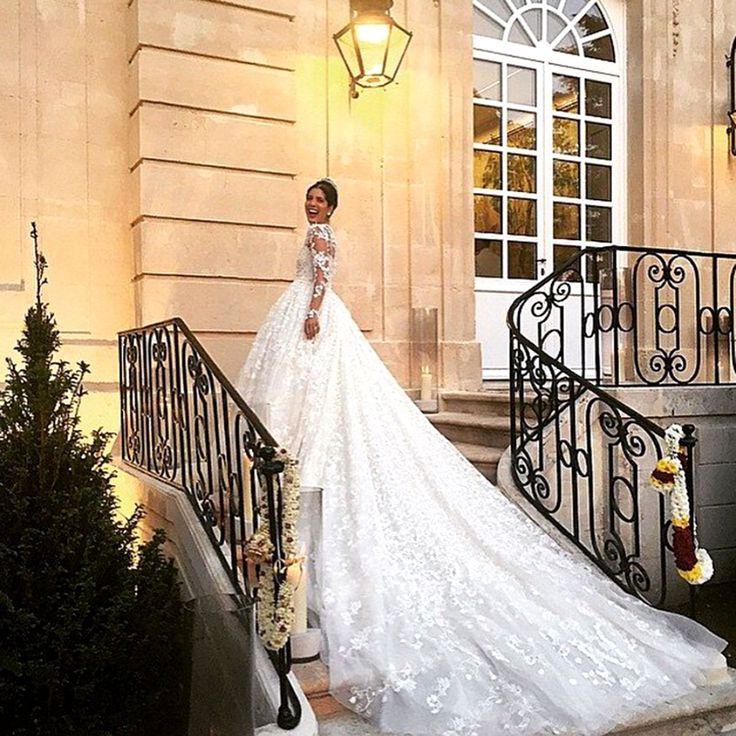 Noor Fares en un impresionante vestido de Giambattista Valli