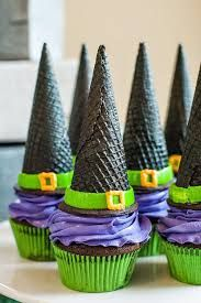 So.. not really a fall craft, but what a cute Fall/Halloween idea for a bake sale!